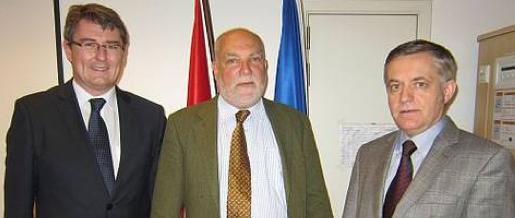Auf dem Foto v.l.n.r.: Christian Macek, Thomas Wieser und Botschafter Heiss