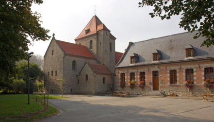Die ehemalige Klosterkirche im Dorf Aubechies
