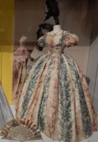 Gebauschte Bürgerlichkeit im Mode- und Spitzenmuseum Brüssel