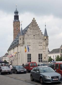 Herentals: Tuchhalle und Glockenturm foto: fdp