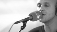 Die belgischen Musiker Emma Bale und Milow im Duett