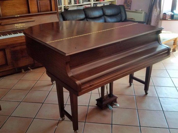Baby-Piano zu verkaufen