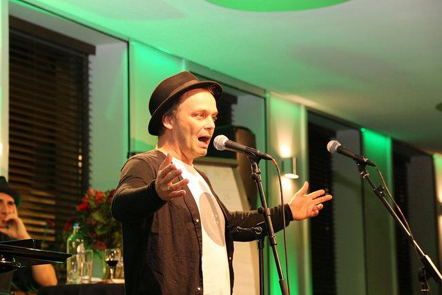 """""""Zwischentöne"""" im Poetry Slam in Brüssel"""