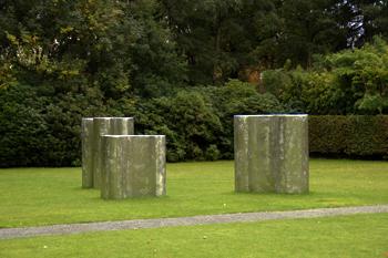 Richard Deacon bespielt den Park Middelheim