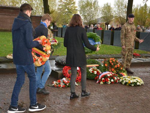 """Nie wieder Krieg! – iDSB-Schüler bei """"Armistice""""-Gedenkfeiern"""