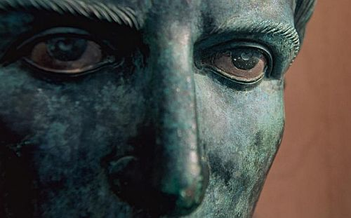 Der grausame Caligula kommt ins Kloster